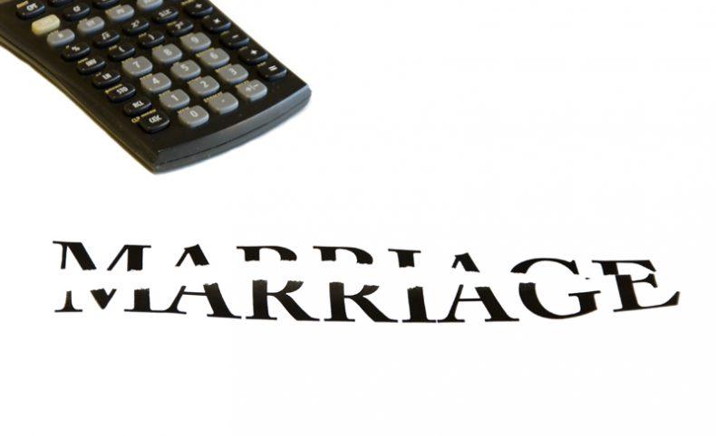 ما هي نفقات المرأة والأولاد الناتجة عن الزواج سواء كانت متزوجة أو مطلقة أو حاضنة ، وهل يجوز للزوجة أو المطلقة المطالبة بنفقة زوجية فائتة عن المدة التي لم يكن ينفق فيها الزوج ؟ وهل يجوز المطالبة بزيادة النفقة بعد فرض النفقة ، وهل صحيح أن للنفقة امتياز على باقي ديون الزوج ، وكيف يتم تقدير النفقة ؟